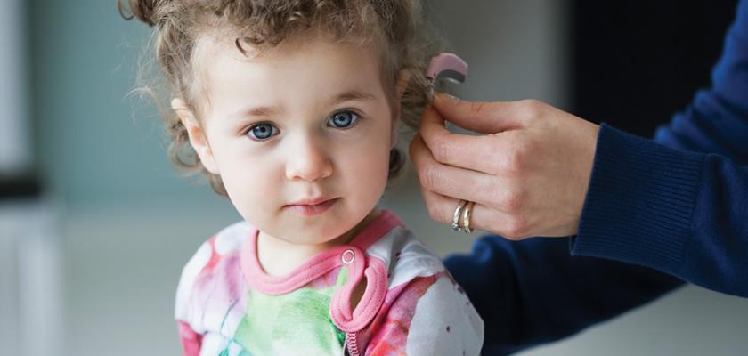 İşitme  cihazı adaptasyonu  ve  çocuğun konuşma gelişimi takibinin yapılması.